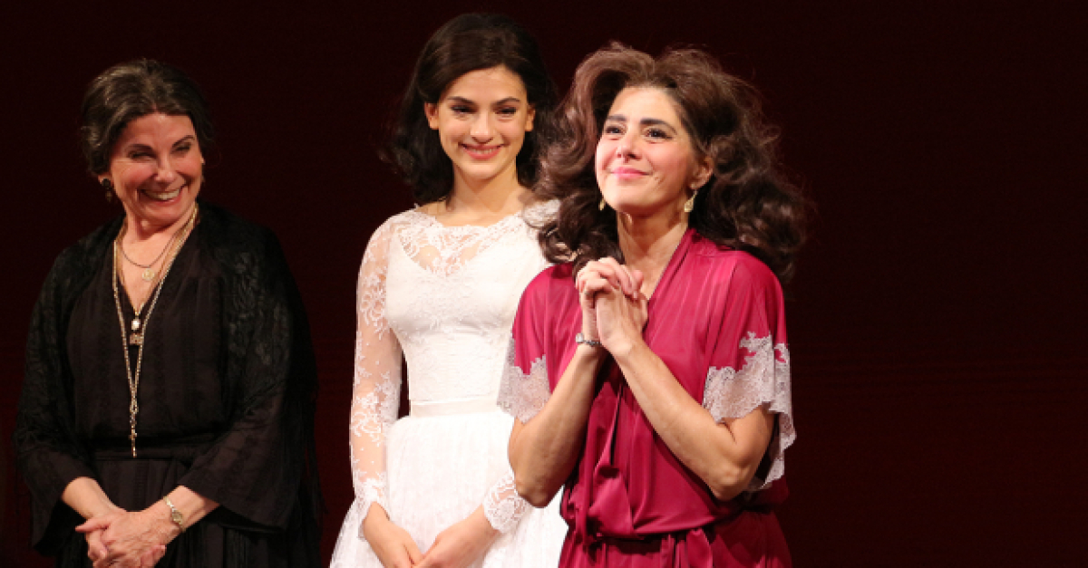 Marisa Tomei Opens in Broadway's The Rose Tattoo | TheaterMania