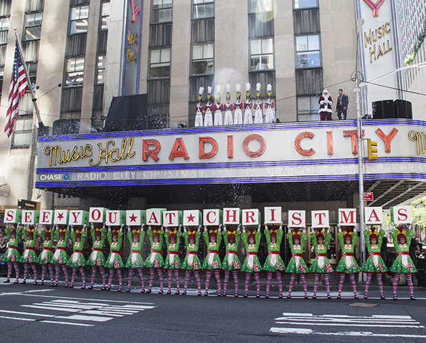 Christmas Music In August.Christmas In August Santa Claus And The Radio City